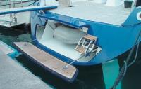 Транец яхты больше напоминает автомобильный багажник