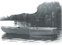 Трехсекционная лодка на воде