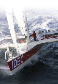 Тримаран IDEC под парусами
