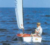 Участник первенства на яхте класса Оптимист