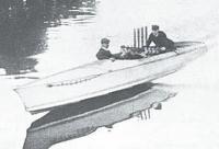 Уильям Фобер испытывает на Сене свой первый реданный глиссер