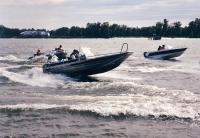 В клубе есть современные моторные лодки