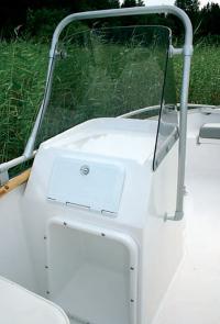 В консоли пассажира имеется вместительный вещевой ящик