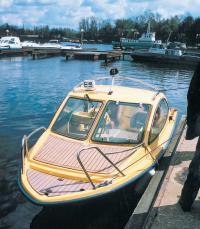 Вид спереди на лодку Amazon HT