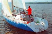 Вид сзади на яхту «Рикошет-930»