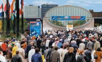 Выставку посетили много людей
