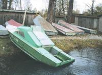 Вытаскивание лодки на берег для осмотра