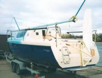 Яхта «Алекстар-25» на трейлере