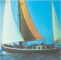 Яхта Хортица под парусами