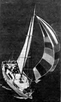 Яхта «Конрад-25Р» под парусами