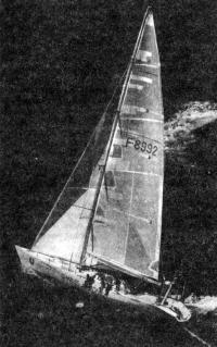 Яхта «Шарль Журдан» под парусами