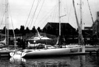 Яхта Современный Гуманитарный Университет на стоянке
