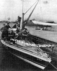 Яхта «Вирма» с экипажем у причала