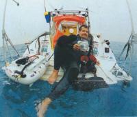 Яхтсмен Ги Диляж на своем плоту