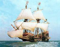 Золотая Лань под парусами в море