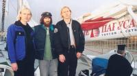 Александр (слева) и Сергей Синельники с Федором Конюховым