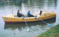 Братья Синельники позируют на лодке Русь