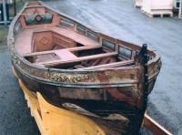 Цветное фото лодки Петра I