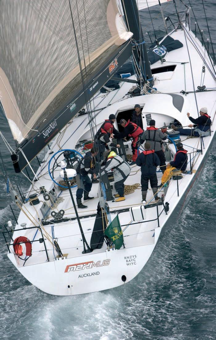 Экипаж на палубе яхты