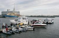 Экспозиция катеров и лодок на воде
