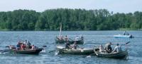 Гонка на местных весельных лодках