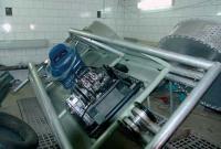 Идет монтаж двигателя и передач