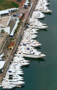 Классические моторные яхты на Барселонской бот-шоу 2004 г.