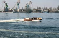 Крутой поворот катера