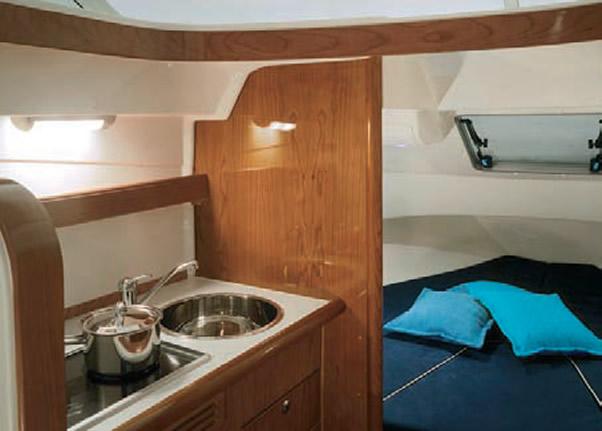 Кухня и носовая спальня