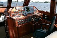 "Место водителя яхты ""Lagoon 52 HTC"""