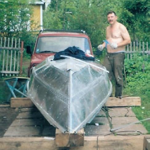 Металлическая лодка на вытяжных заклепках