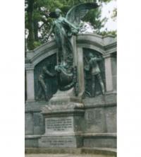 Монумент в память механиков