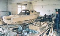 Недостроенный корпус яхты в цеху
