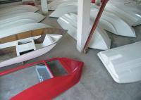 Пластиковые корпуса катера имеют тримаранные обводы