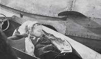 Сергей Атаманов охраняет мамин диплом после соревнований, 1960 г.