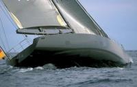 Сильный крен яхты