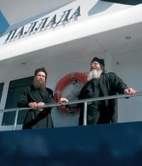 Священники на теплоходе