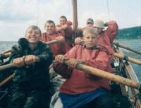 В безветрие приходится махать веслами
