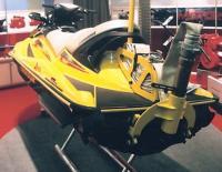 Водомет гидроцикла работает на пожарный рукав