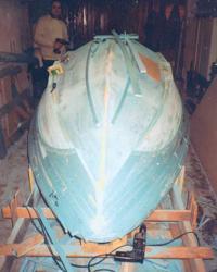 Выклейка корпуса лодки в мастерской
