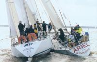 Яхта Ариэль пыталась проскочить с наветра у Мира