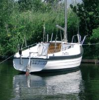 Яхта класса Ассоль, вид сзади