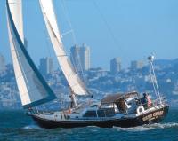 Яхта класса Tartan 4400 на ходу